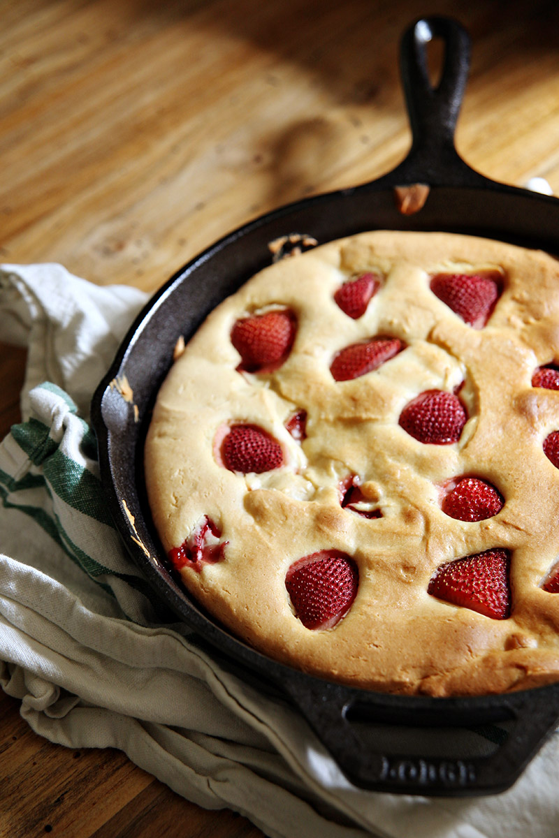 Southern food blog archives biscuits and such strawberry skillet cake forumfinder Images